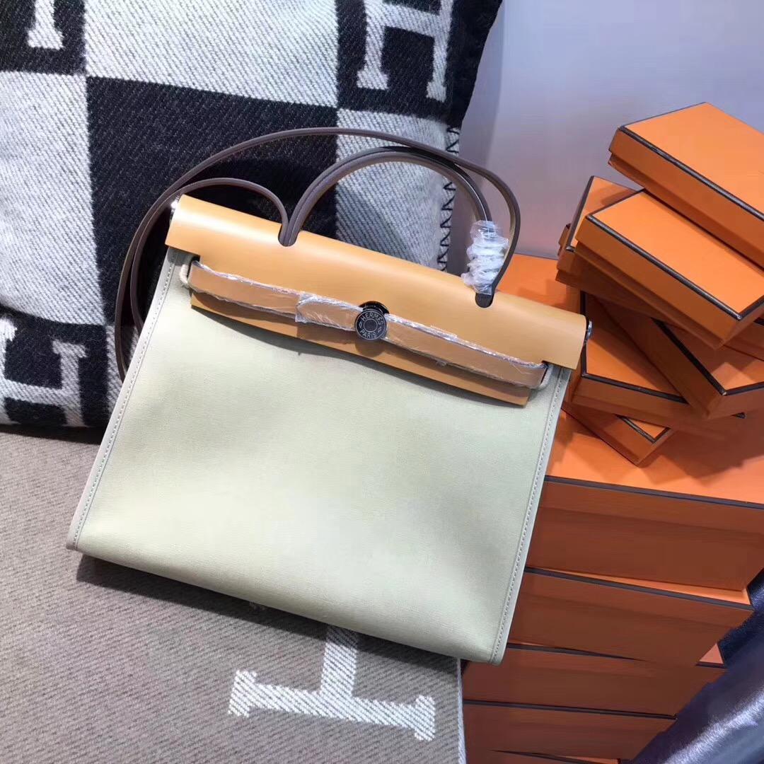 Hermes最學院派的包牛皮+帆布的材質 Herbag 31cm 斑鳩灰