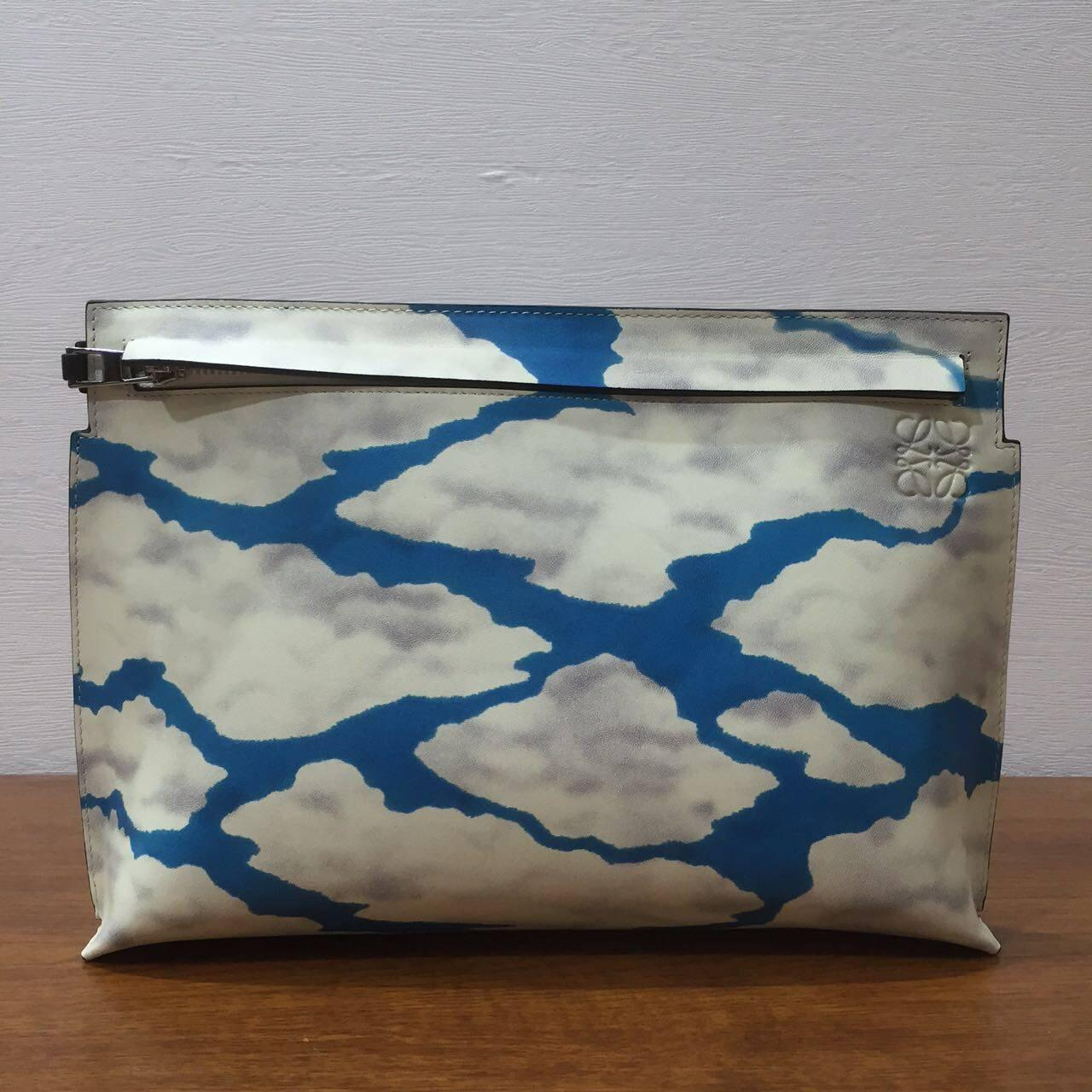 Loewe羅意威 T- pouch bag系列之藍天白雲手拿包 飾雲朵圖案