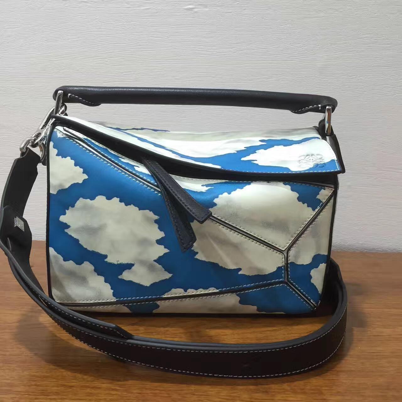 loewe羅意威小號 Puzzle Bag 進口西班牙小牛皮印藍天白雲圖案