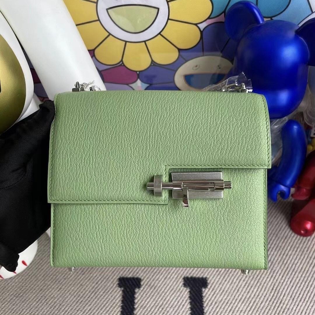 愛馬仕女包價格與圖片 Hermes Verrou Mini 山羊皮 3I Vert Criquet 牛油果綠銀扣