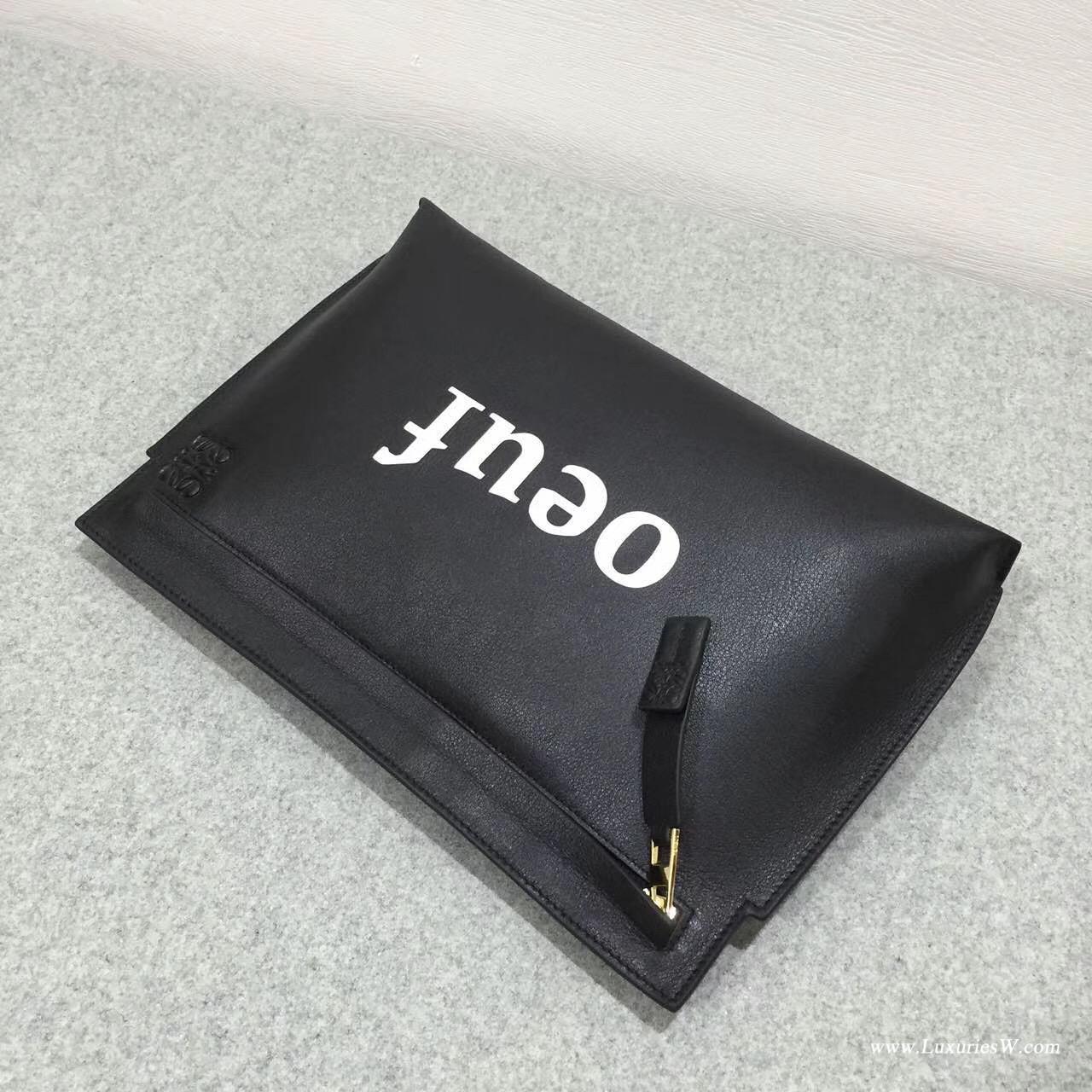 羅意威女包 Loewe T Pouch oeuf 系列手拿包 采用柔軟黑色 小牛皮