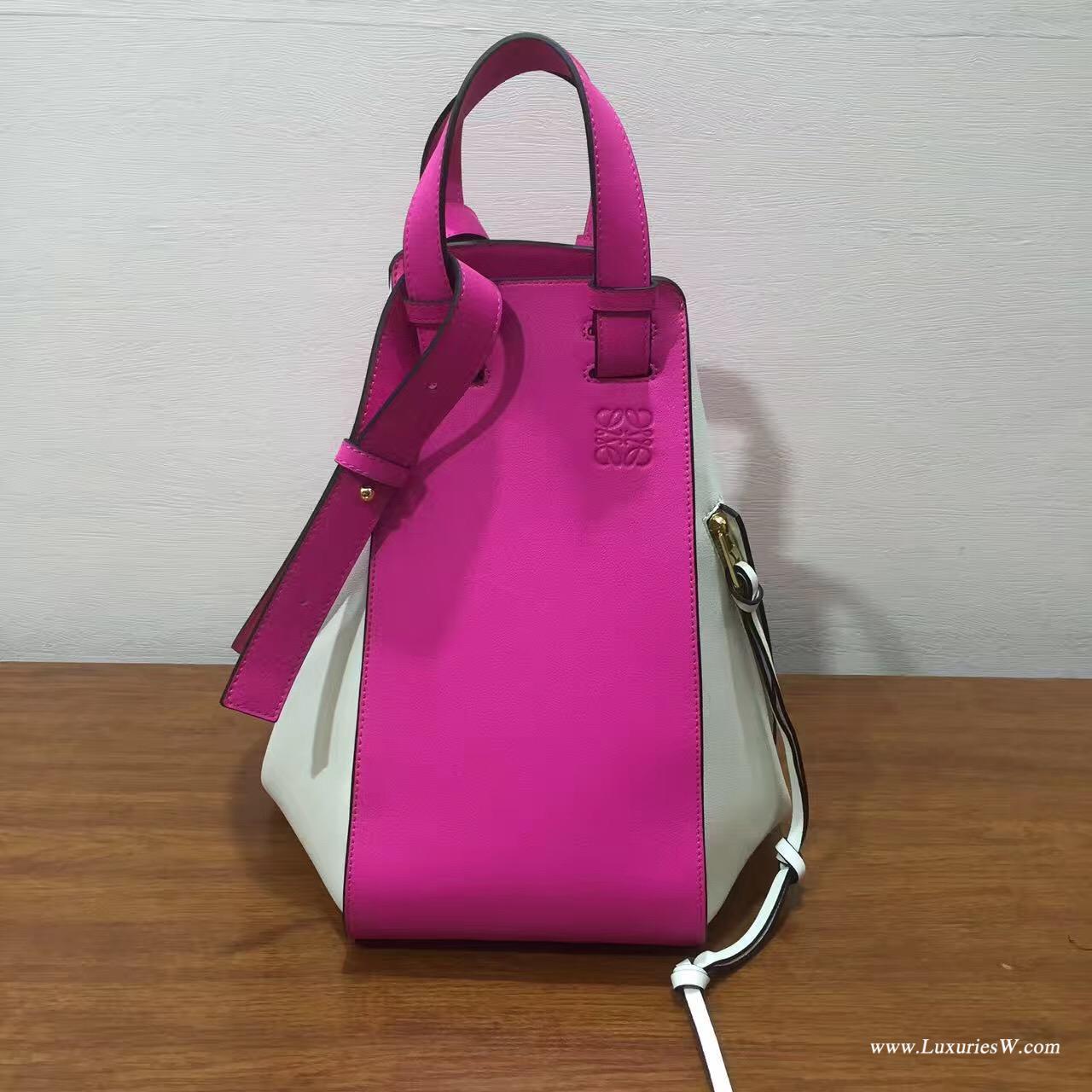 Loewe采用進口的柔軟小牛皮 Hammock Small Bag Shocking Pink/White