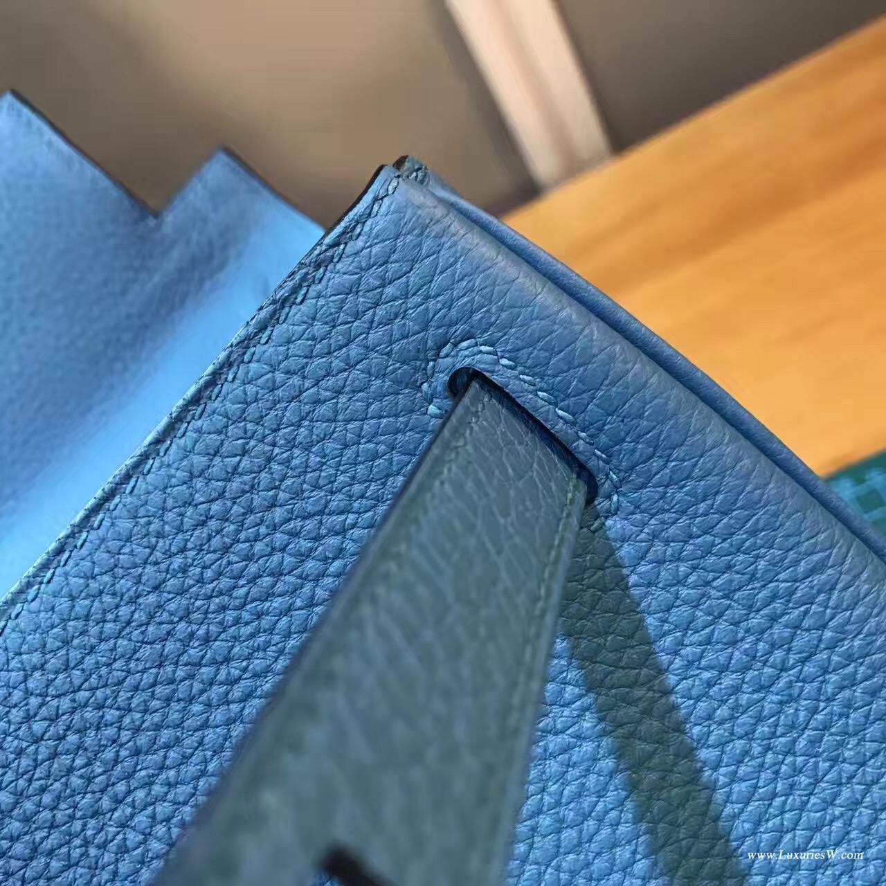 愛馬仕凱莉包 Kelly 28 togo松石藍 帶點熒光的藍色 溫柔而嫵媚的感覺颜色