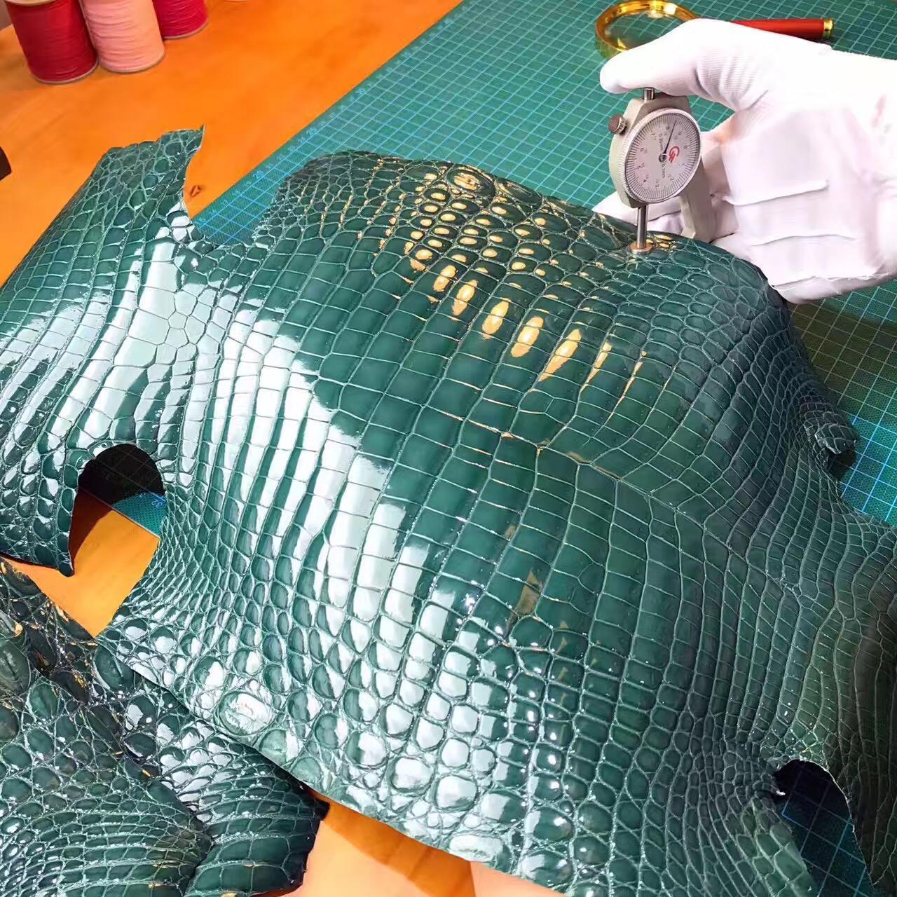 愛馬仕光面鱷魚皮 英國新綠色 2Q Vart anglais 野生鱷魚倒V系列皮料