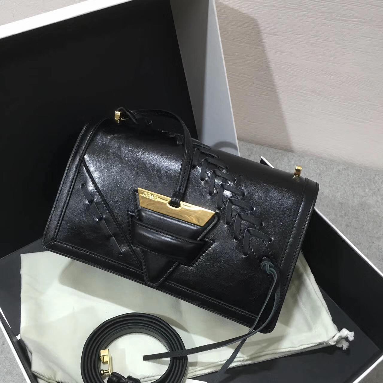 羅意威巴塞羅那包 Barcelona Laced Bag 三角形包袋 小牛皮黑色