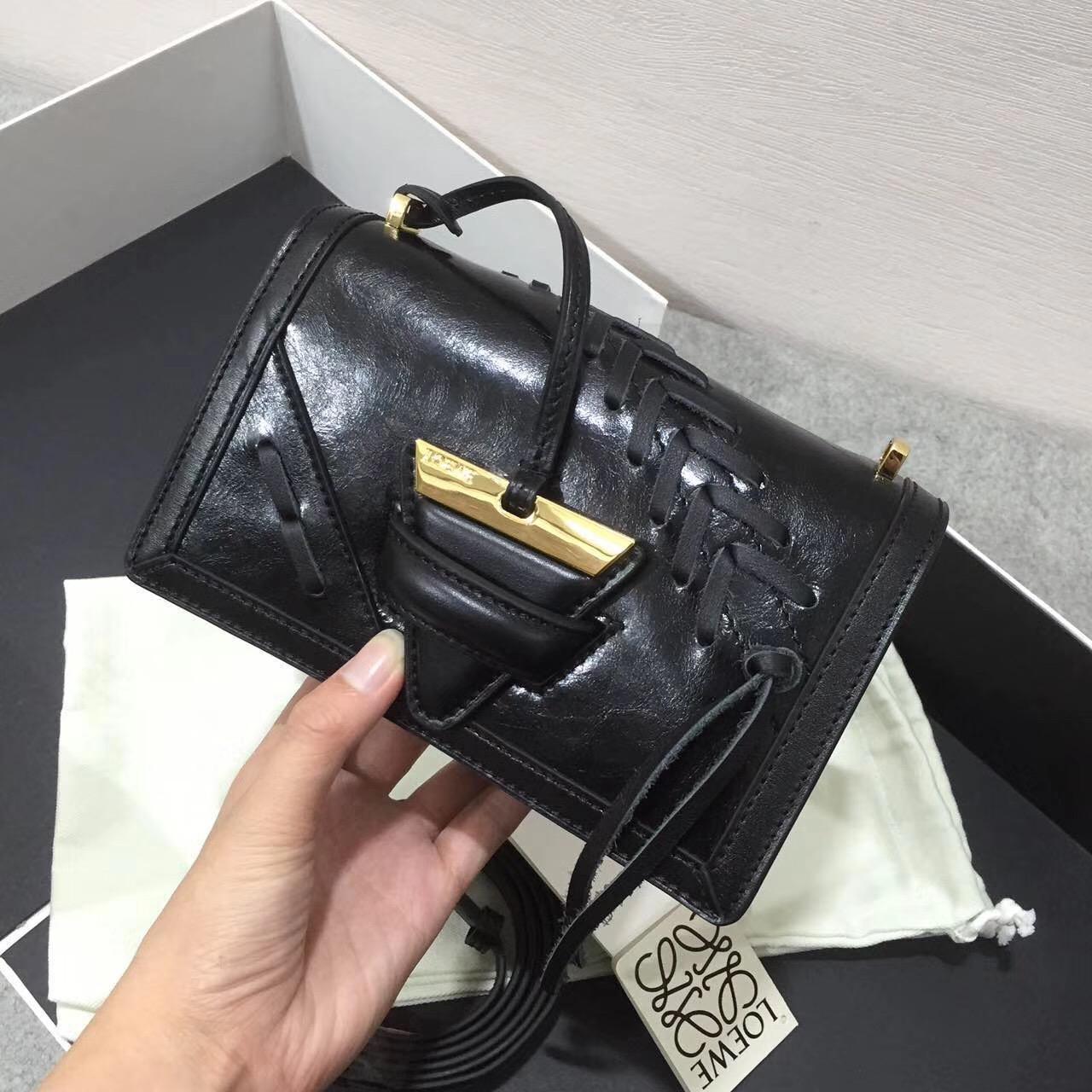 羅意威巴塞羅那包 獨特的金屬三角形扣 Barcelona Laced Small Bag 黑色