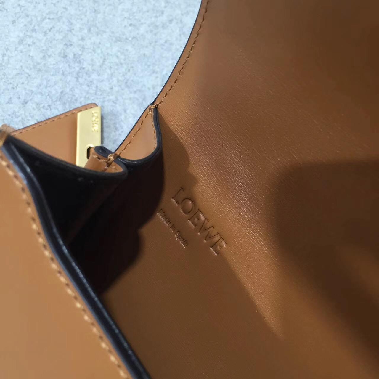 羅意威巴塞羅那包 獨特的金屬三角形 Barcelona Laced Small Bag 棕色
