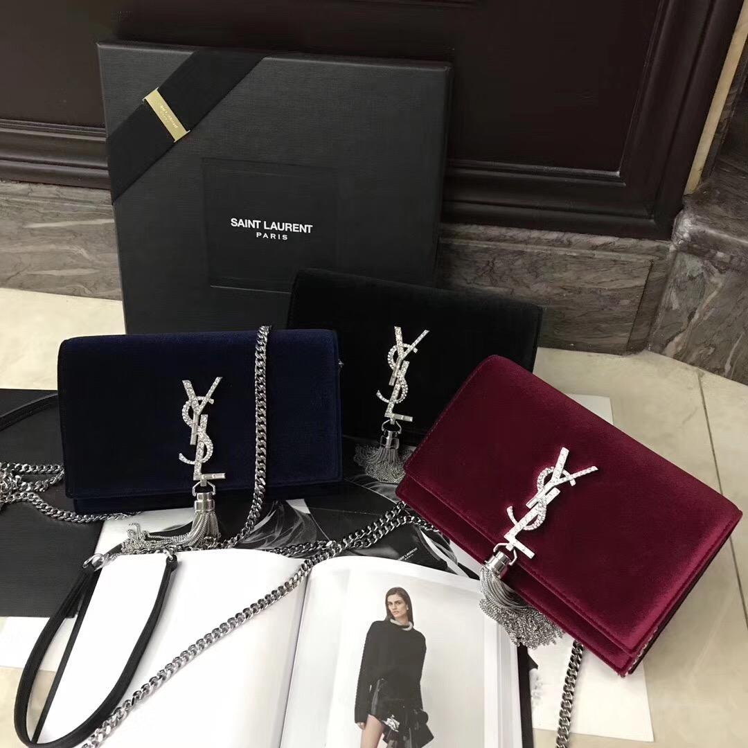 KATE chain and tassel wallet in Bordeaux velvet and crystals酒紅色