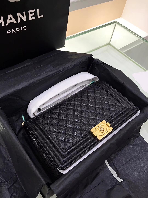 Chane.中號Leboy bag handbag 28cm口蓋包黑色魚子醬顆粒小牛皮 金色金屬