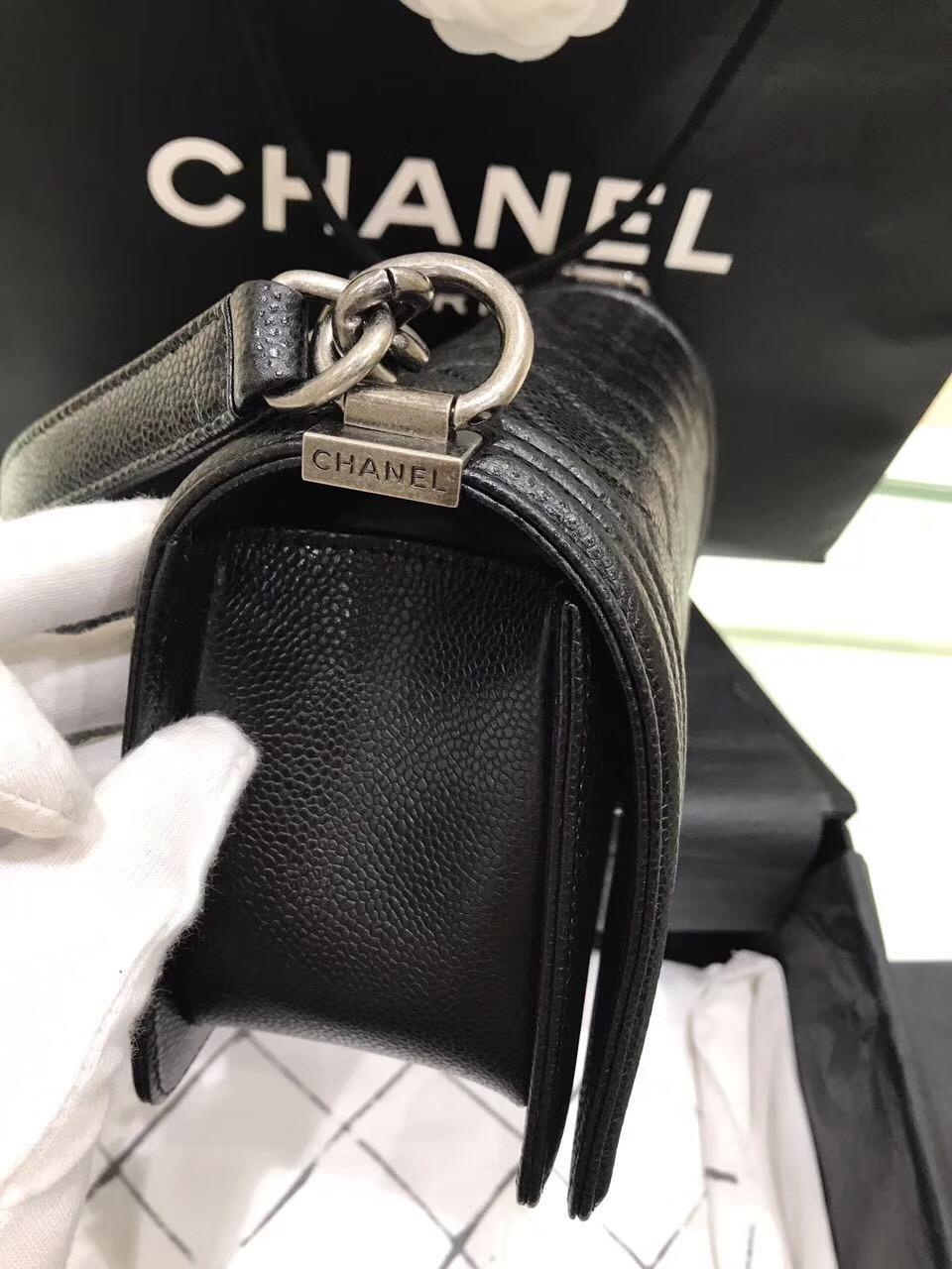 小香LE boy bag魚子醬球紋25cm顆粒壓花小牛皮黑色 复古银色金属