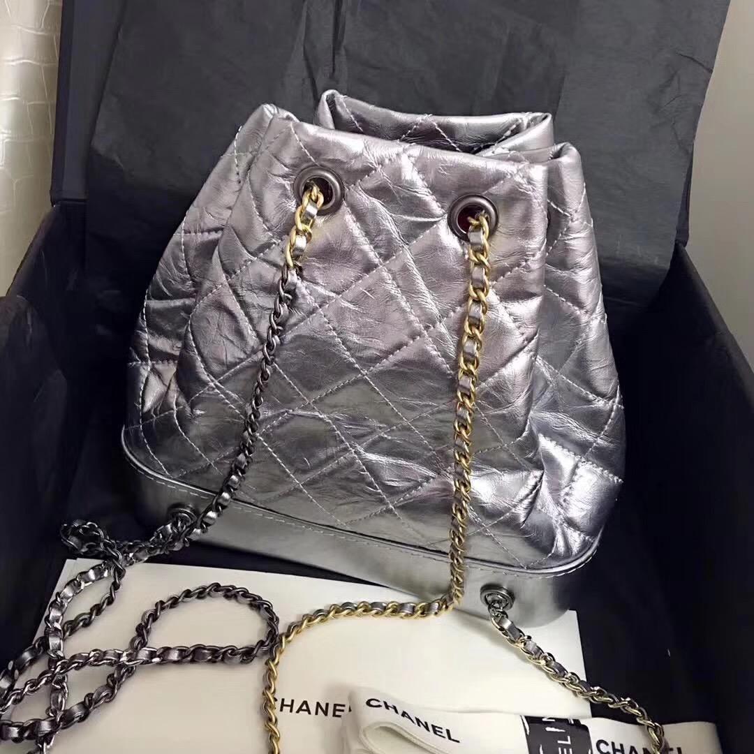 小香銀色金屬質感折紋小牛皮 gabrielle backpack bag雙肩背包