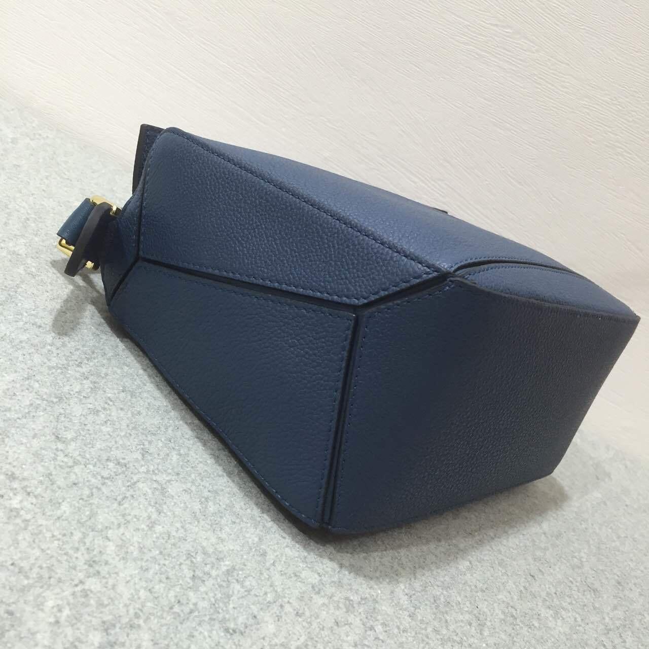 Loewe羅意威小號幾何包 Puzzle Small Bag 靛蓝色 顆粒小牛皮