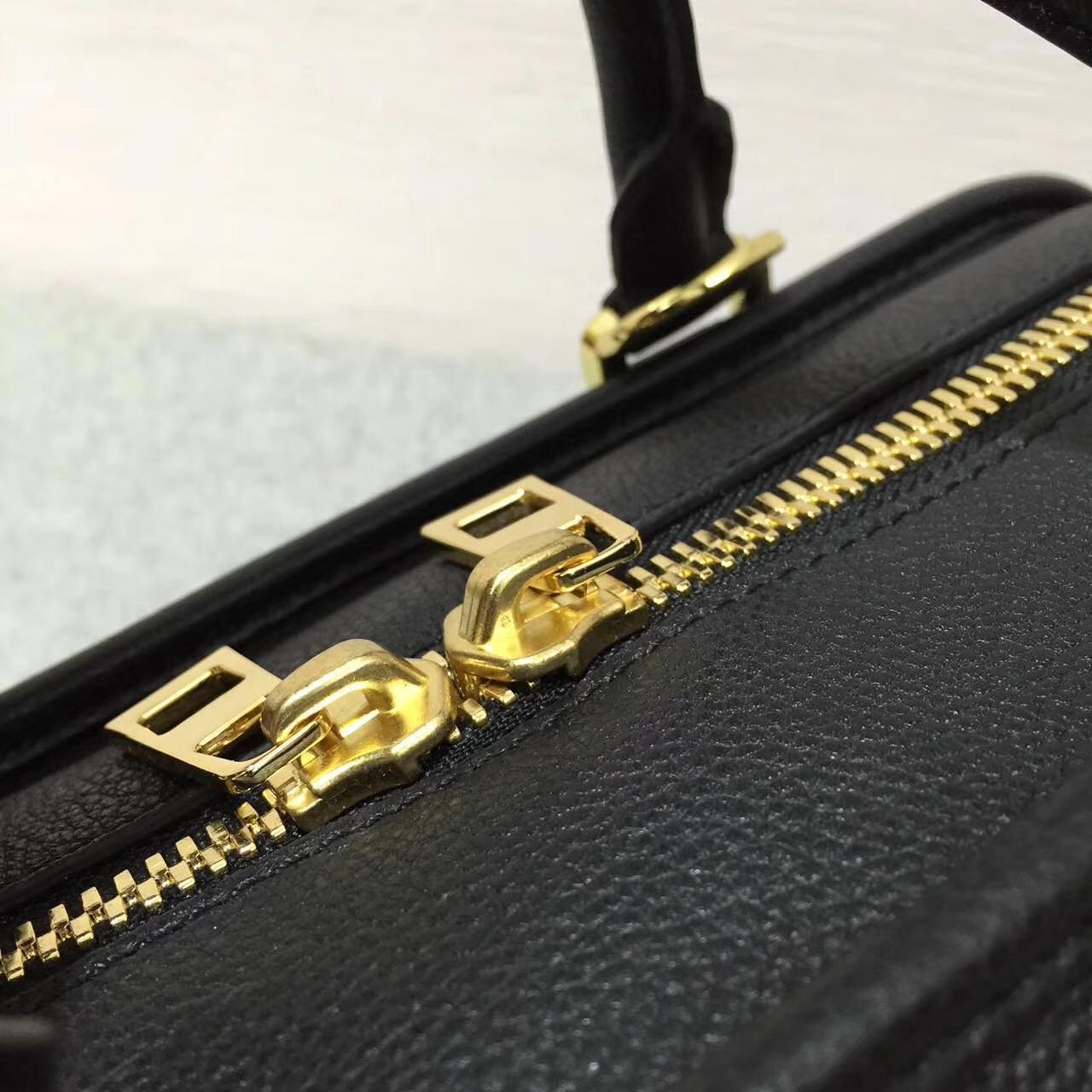 Loewe羅意威 采用粒面小牛皮经典代表作 Amazona 28 Bag 黑色
