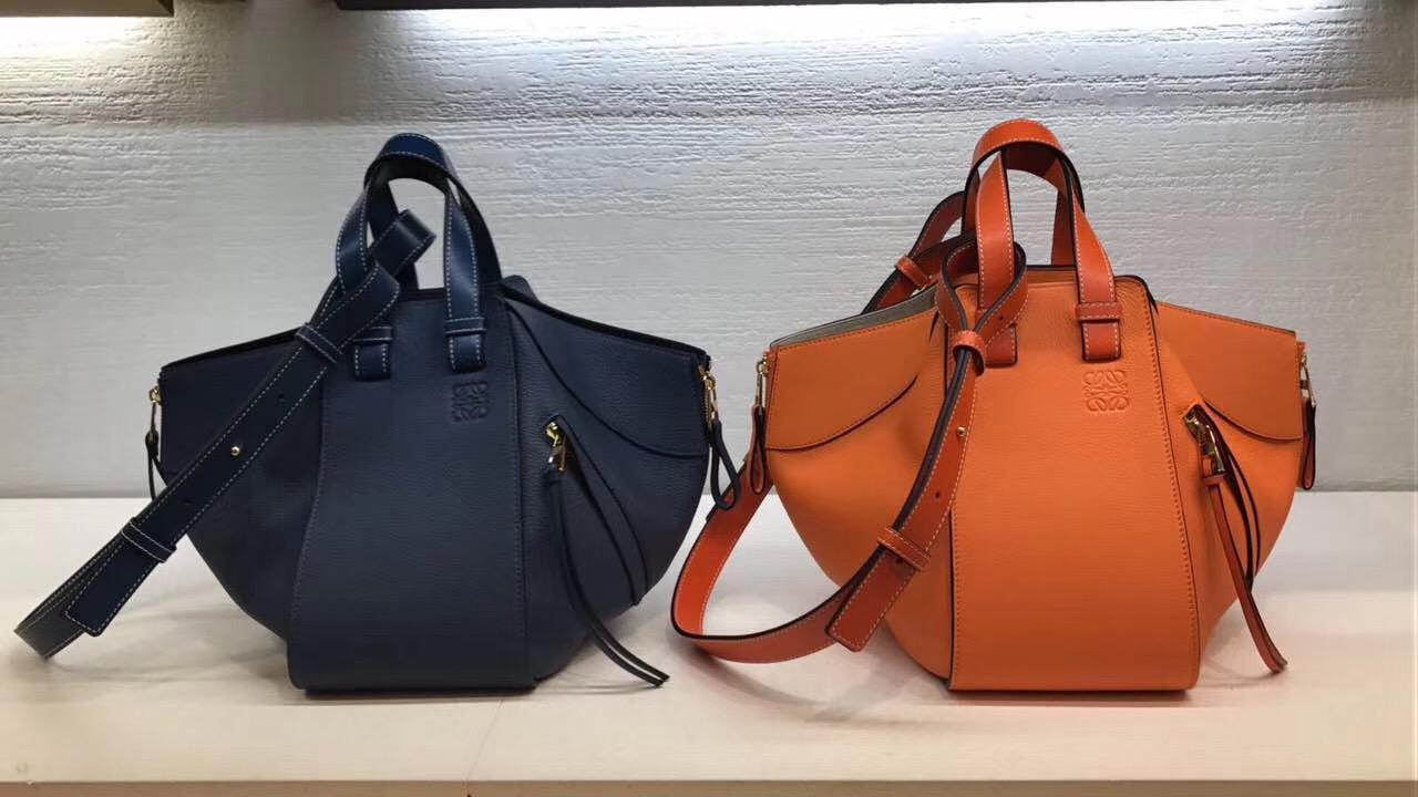 Loewe羅意威 Hammock Small Bag 顆粒Sand/Mink Colour 吊床包