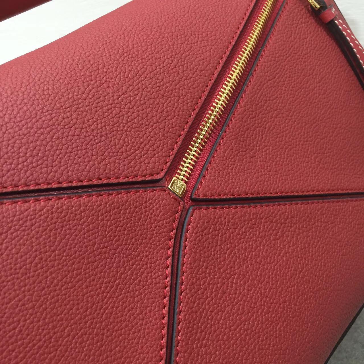 Loewe羅意威中號 Puzzle Bag 顆粒小牛皮胭脂红