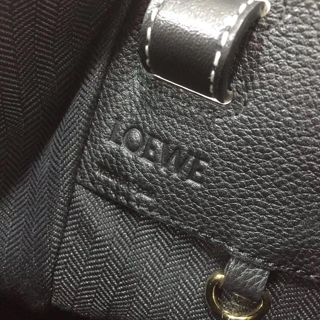 Loewe羅意威 Hammock Small Bag 顆粒小牛皮 黑色吊床包