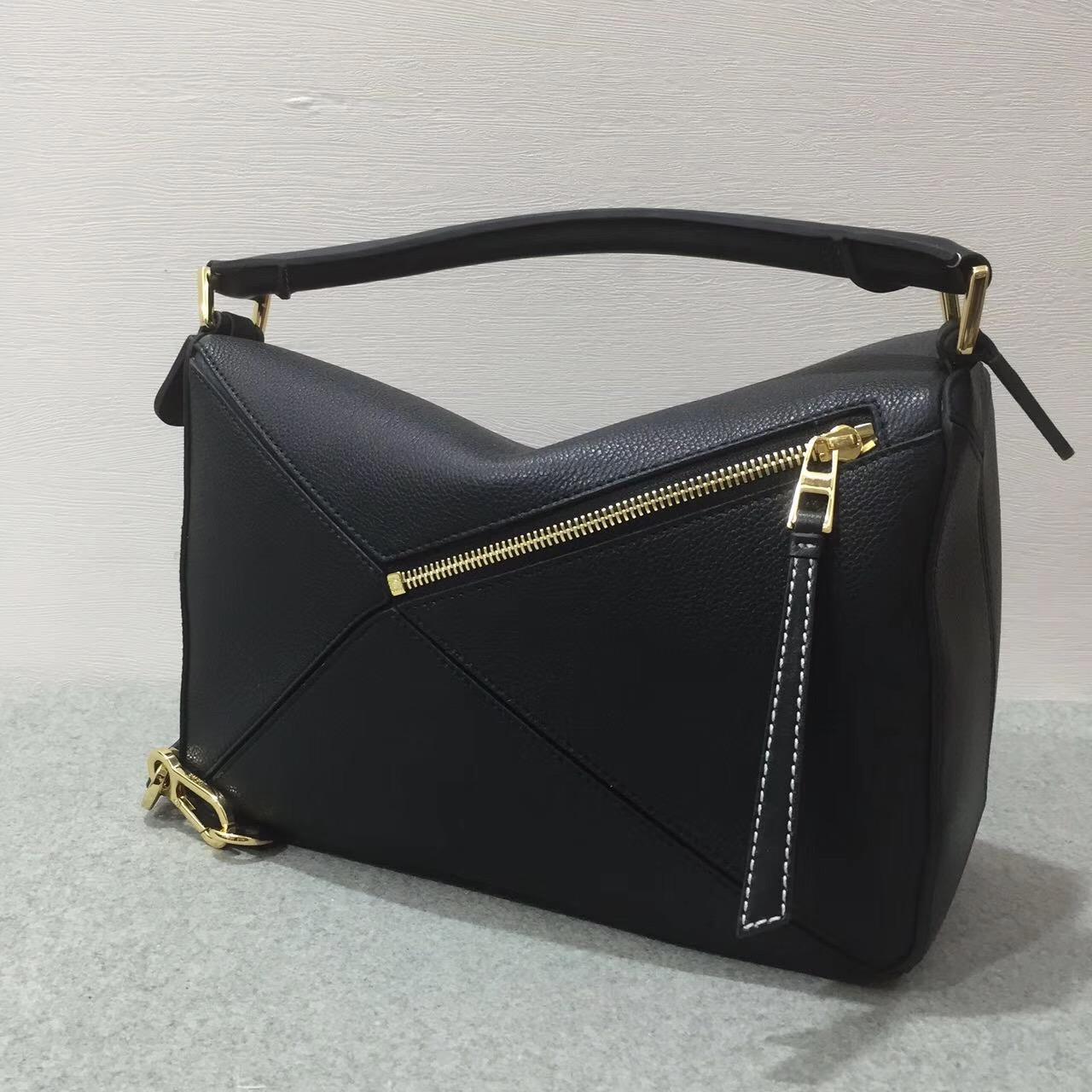 Loewe羅意威中號 Puzzle Bag 顆粒小牛皮黑色