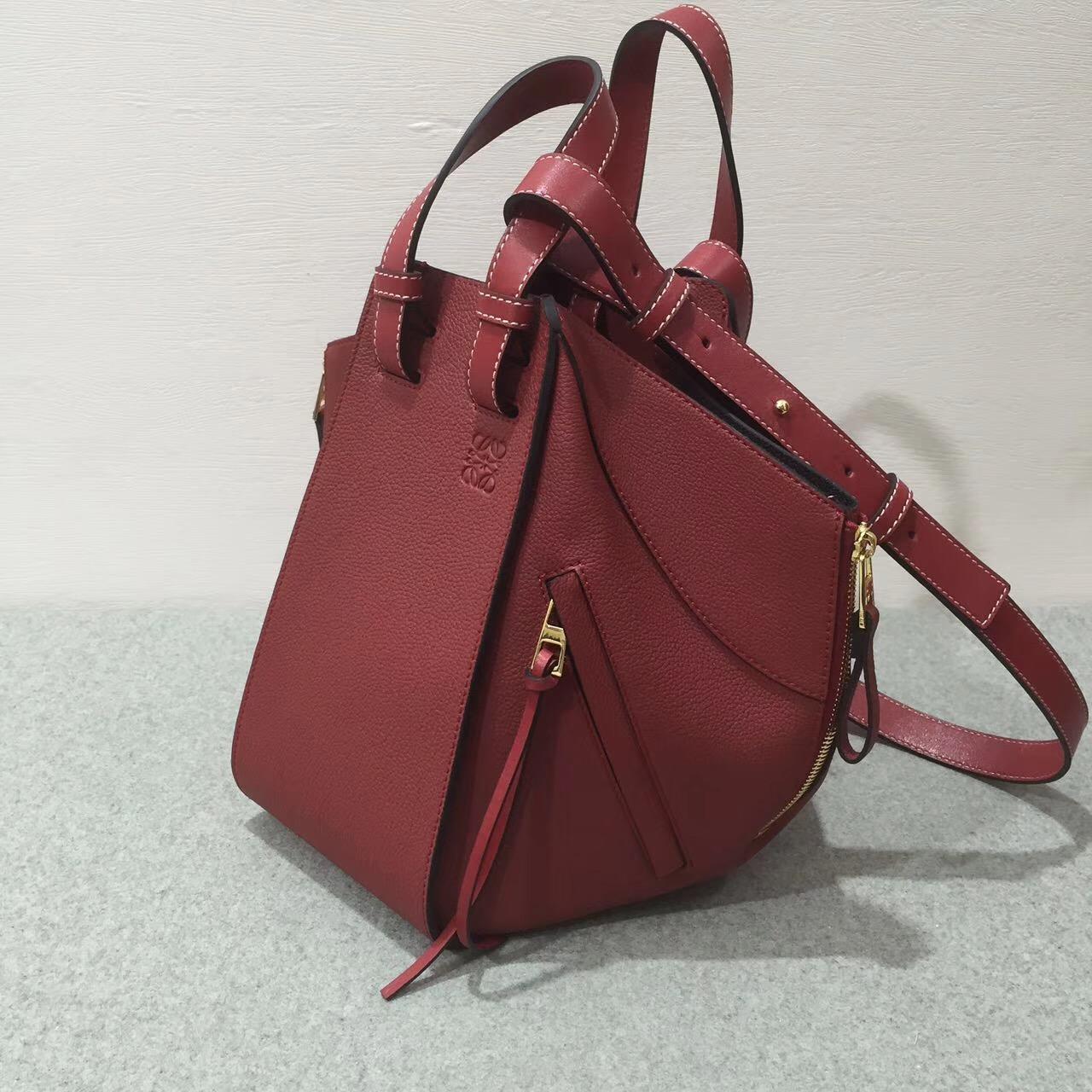 Loewe羅意威 Hammock Small Bag 顆粒小牛皮胭脂红 吊床包