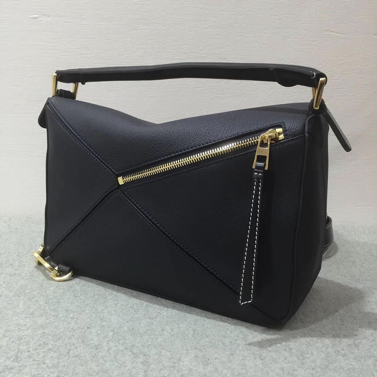 Loewe羅意威中號 Puzzle Bag 顆粒小牛皮黑蓝色