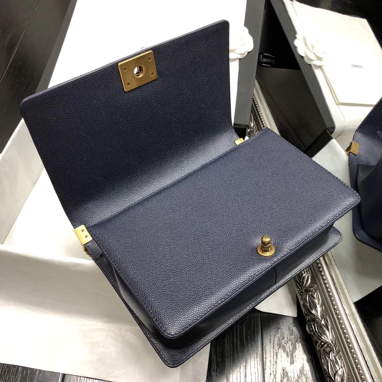 Chane.中號Large Le boy bag handbag 28cm口蓋包 海军蓝色魚子醬