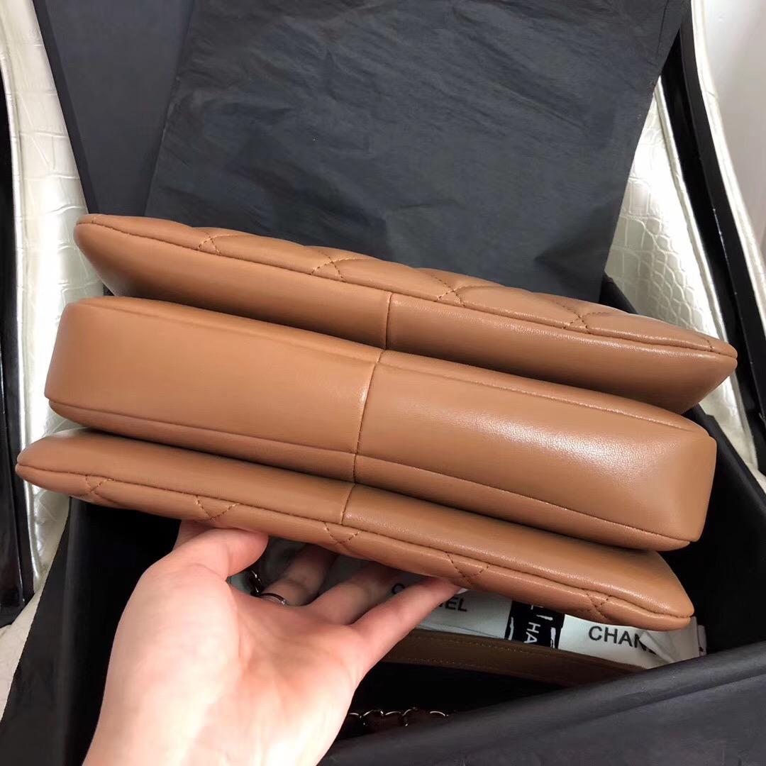 小香復古氣質口蓋包 配以手柄 Salzburg Bag 焦糖色羊皮金色金屬