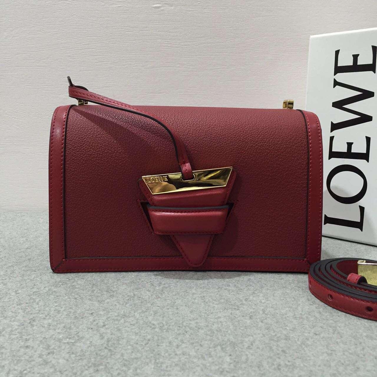 Loewe羅意威 巴塞羅那三角形包 Barcelona Bag 胭脂紅