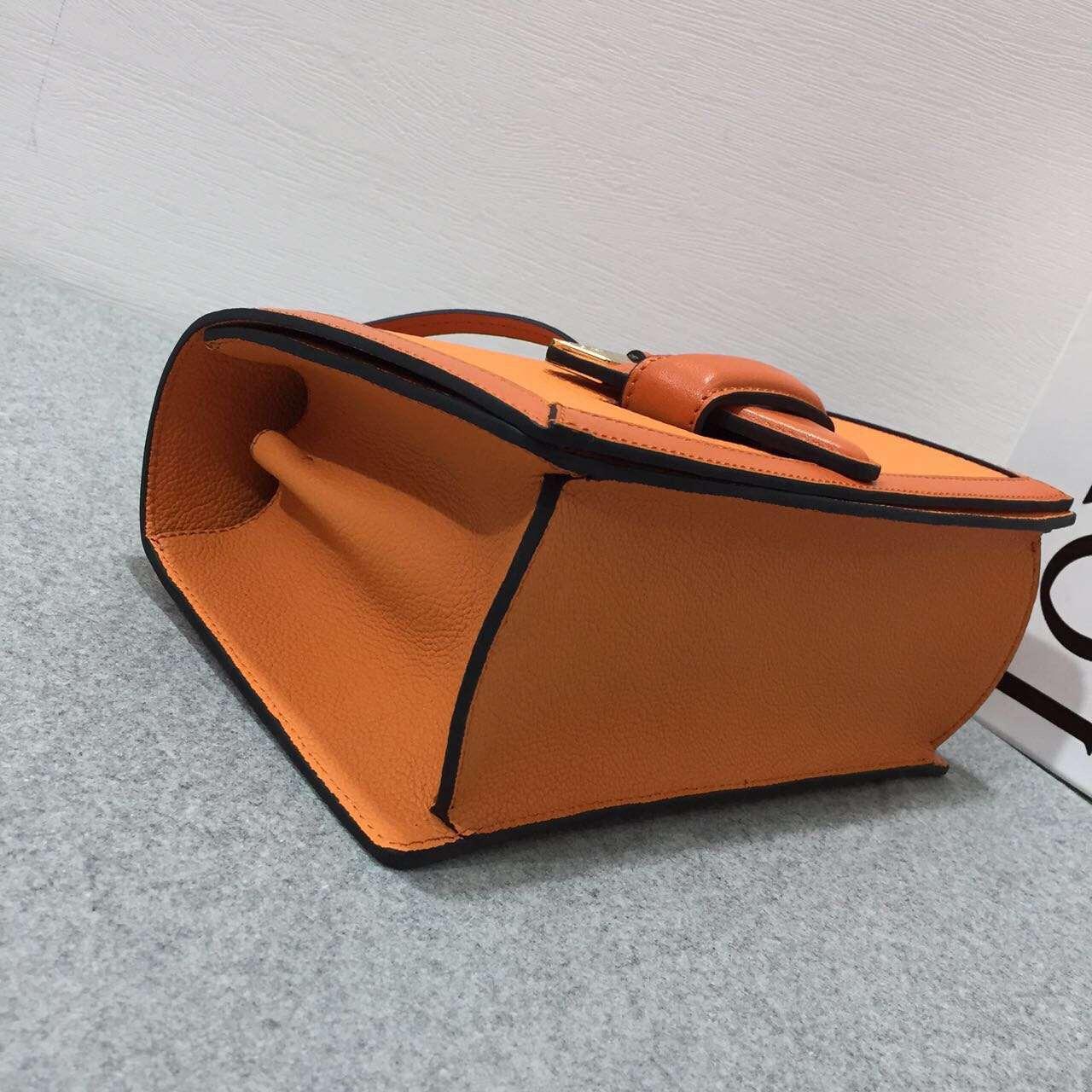 Loewe羅意威 巴塞羅那三角形包 Barcelona Bag 橙色