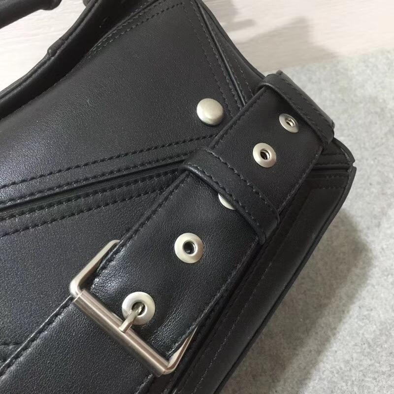 LOEWE的明星包napa皮革 Puzzle Biker Bag柔軟的黑色納帕皮革