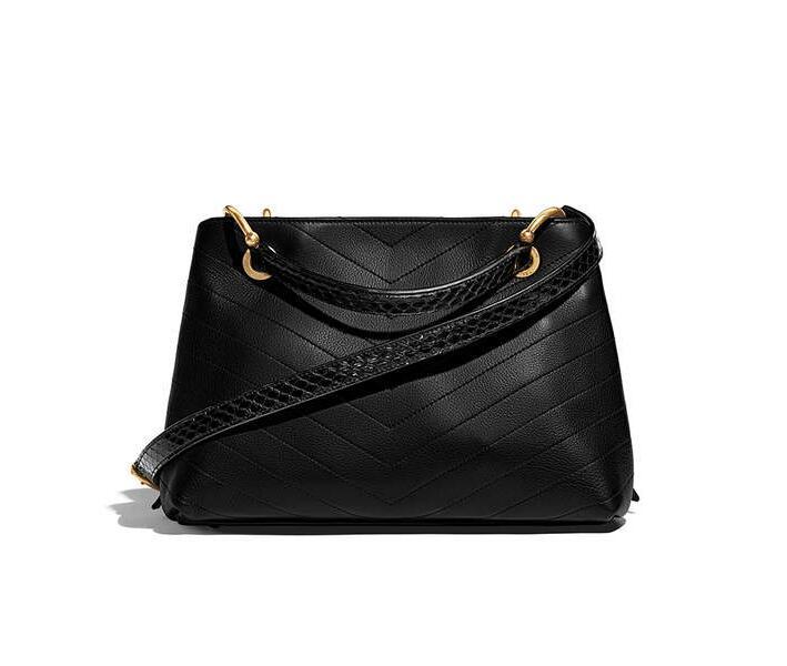 chane 2018春夏預告系列款 黑色小牛皮 小號拉鏈購物包Small zipped shopping bag