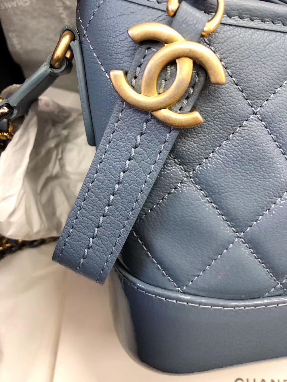 Gabrielle流浪包small hobo bag2018春夏系列山羊漆皮 銀色與金色金屬