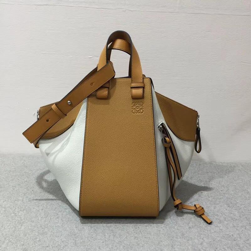 loewe Hammock手袋柔軟粒面小牛皮Medium Bag Soft White/Amber