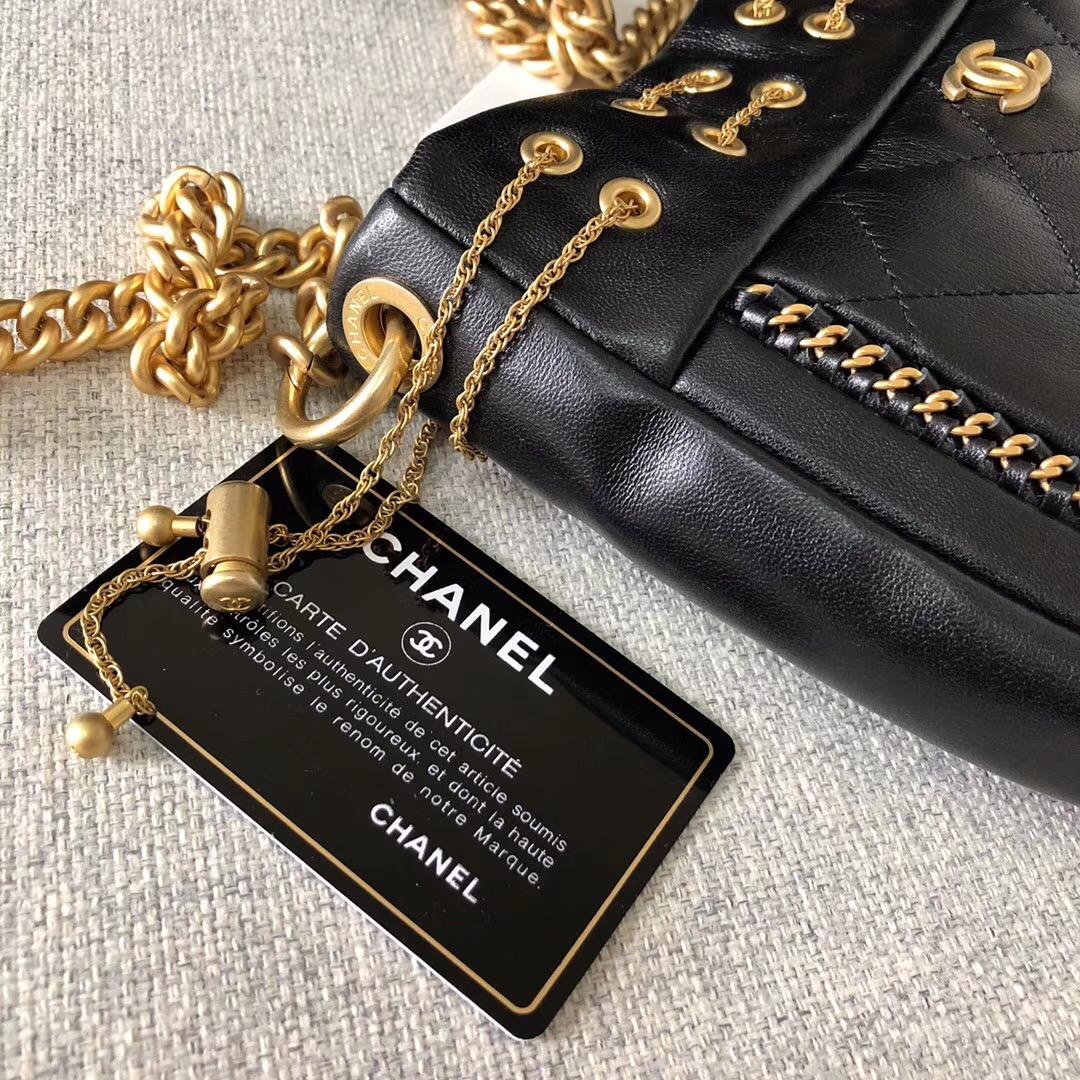 小香2018春夏系款鏈條小豬包 網紅流蘇包 進口黑色小羊皮 全鋼金屬