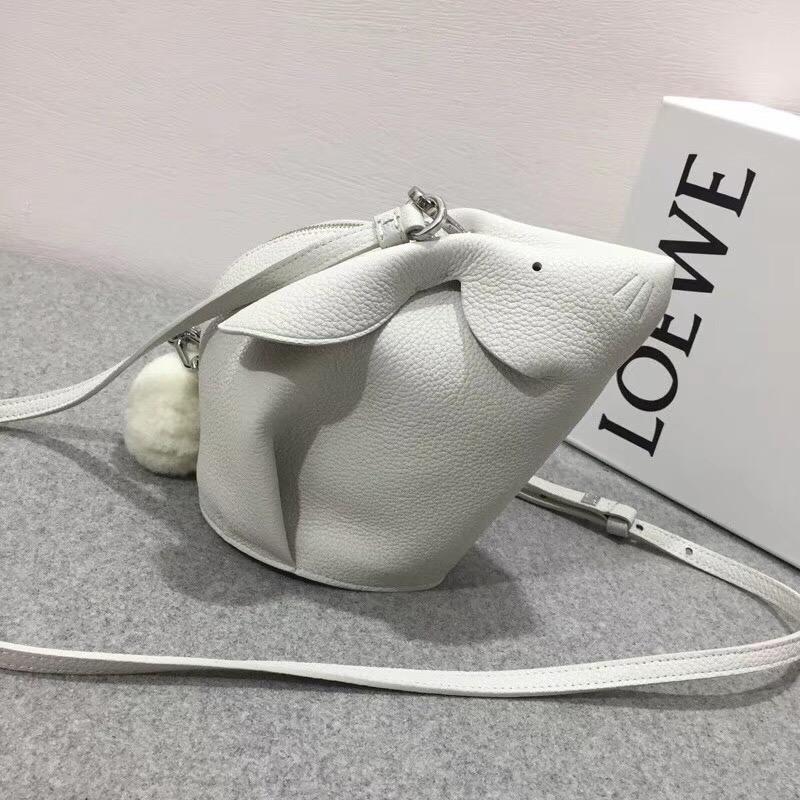 Loewe 兔子形迷妳包軟顆粒的小牛 Bunny Mini Bag 白色