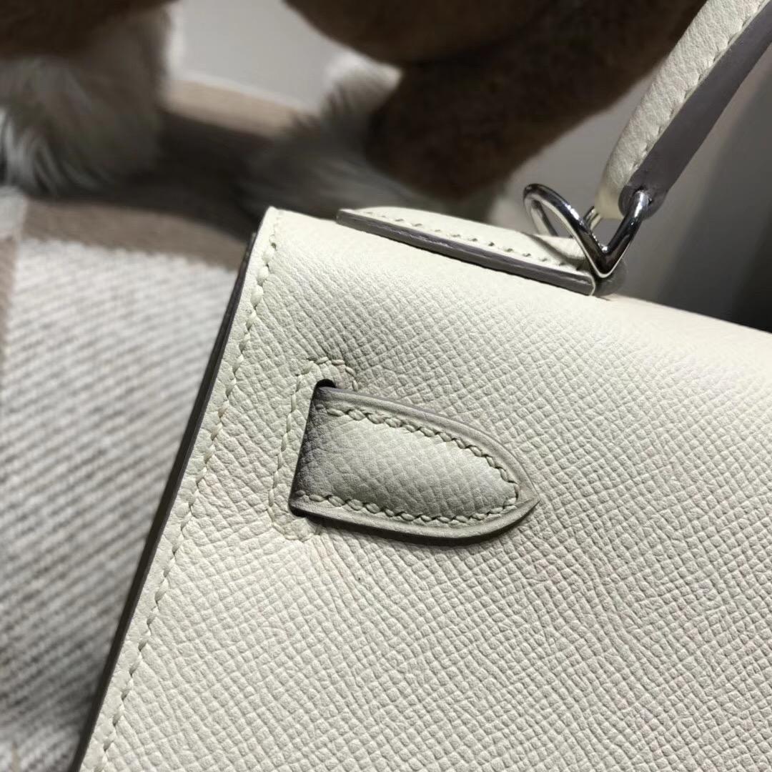 愛馬仕凱莉包Hermes Kelly 28cm Epsom CC10 Craie奶昔白外縫银扣