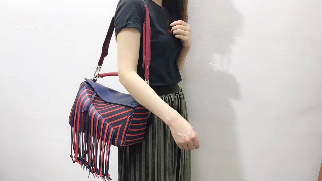 羅意威女包 loewe 酷炫風格超長流蘇Puzzle Fringes Bag 深藍色/紅色