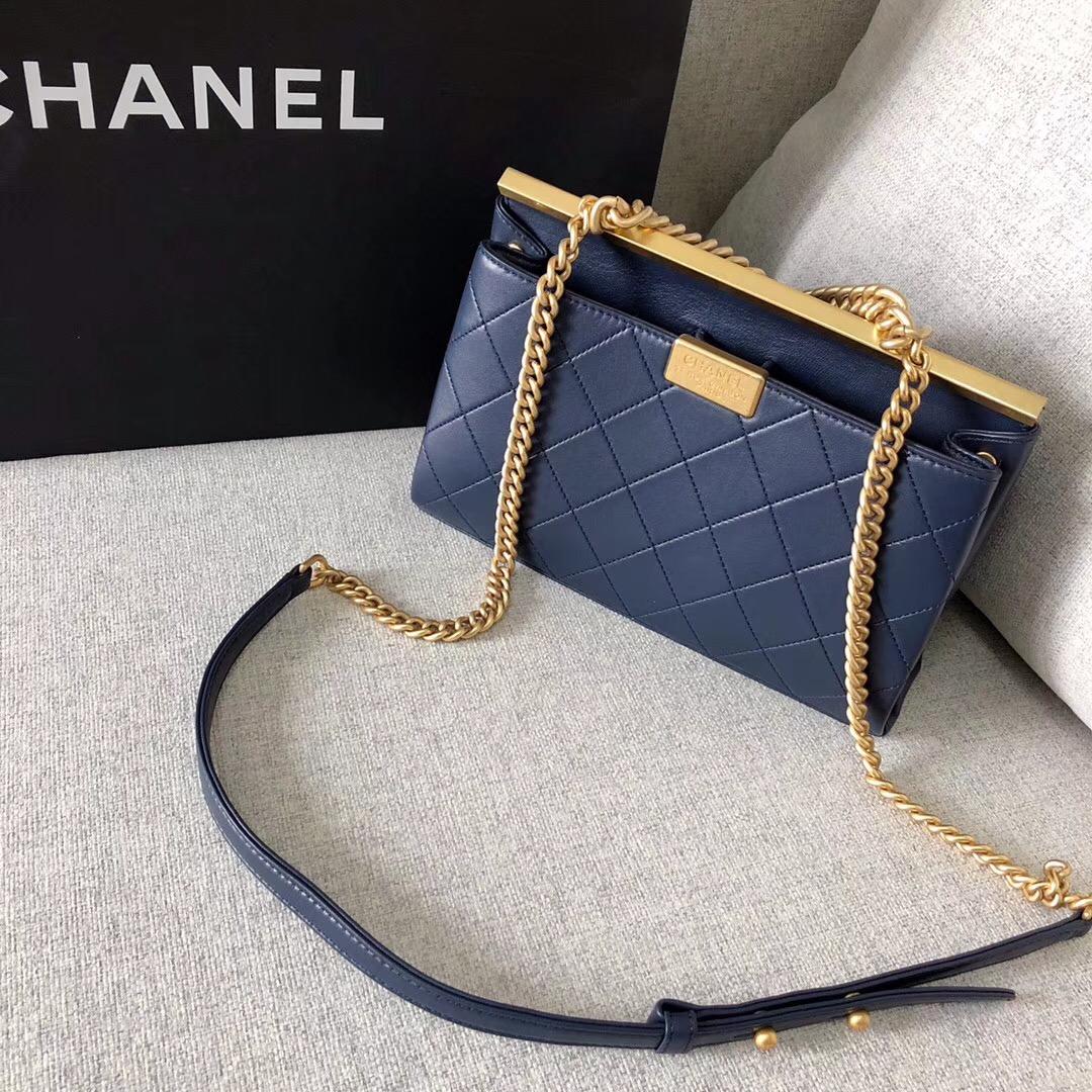 小香2018春夏系款 口蓋包Flap bag 寶藍色 羊皮革與金色金屬