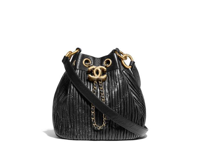 Chanel官網2018春夏款 黑色折纹小牛皮 抽绳包black Drawstring bag
