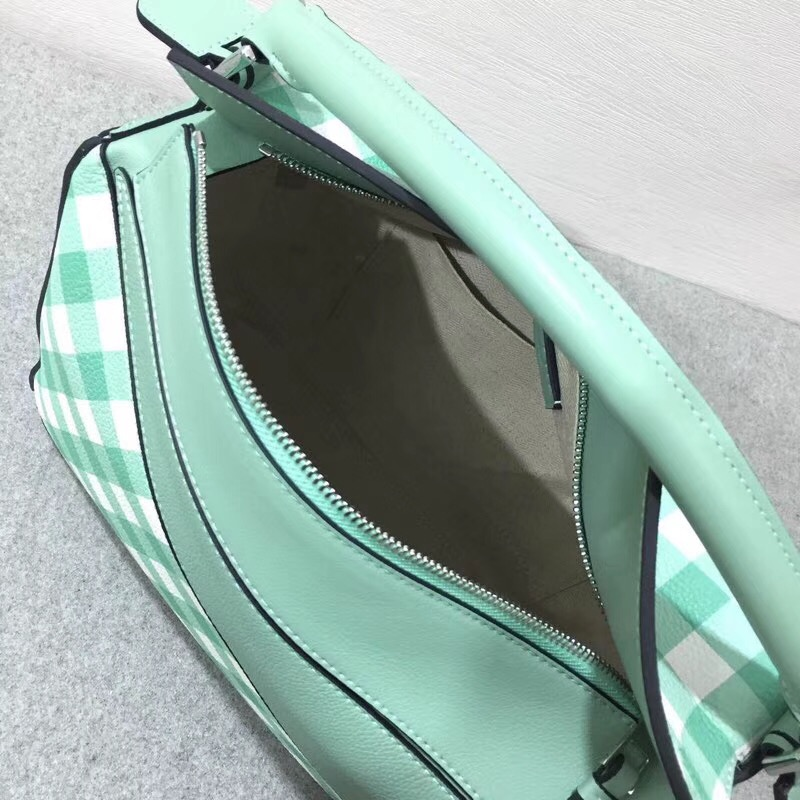 Loewe柔軟粒面小牛皮Puzzle Gingham Bag sea-water green