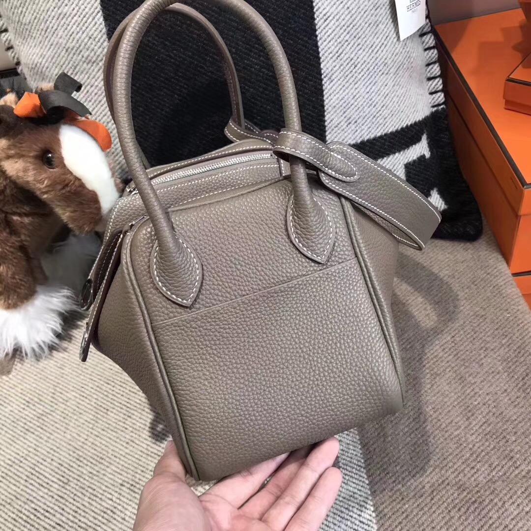 愛馬仕Hermes名媛風的包袋 Lindy 26cm CK18 Etoupe 大象灰銀扣