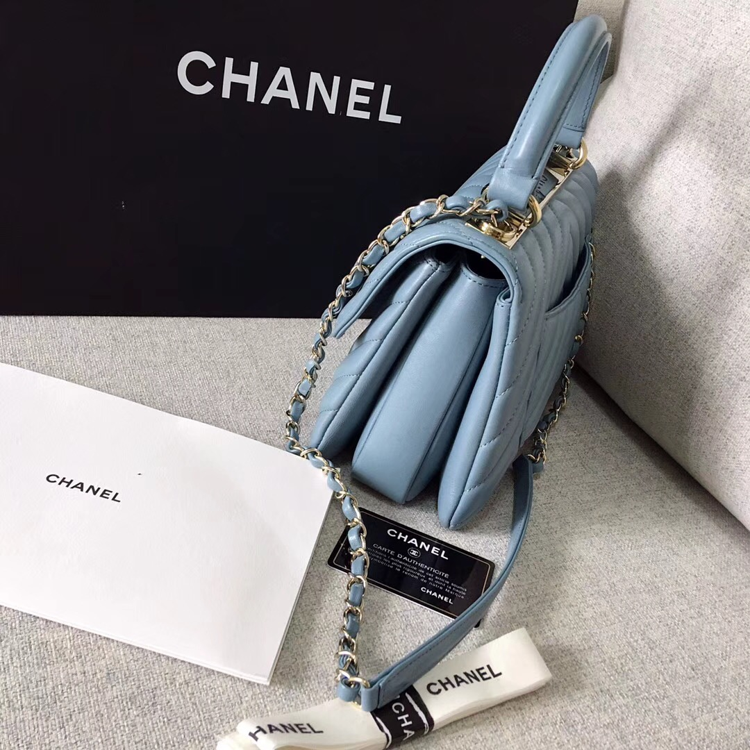 小香2018春夏系款 寶藍色小號口蓋包配以手柄Small flap bag with top handle