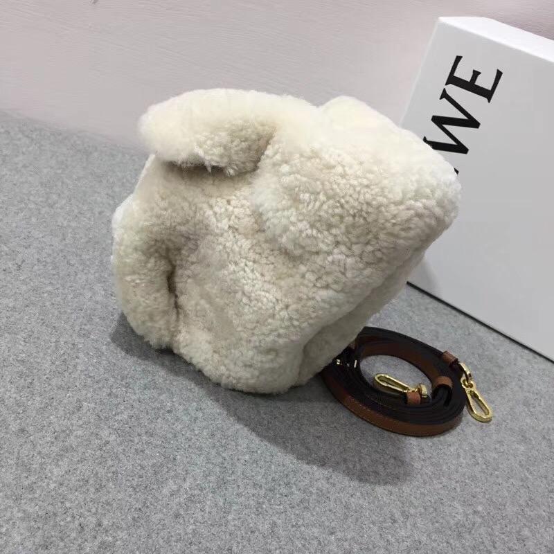 loewe shearling Bunny Mini Bag 原色 羊毛活潑的兔子包袋