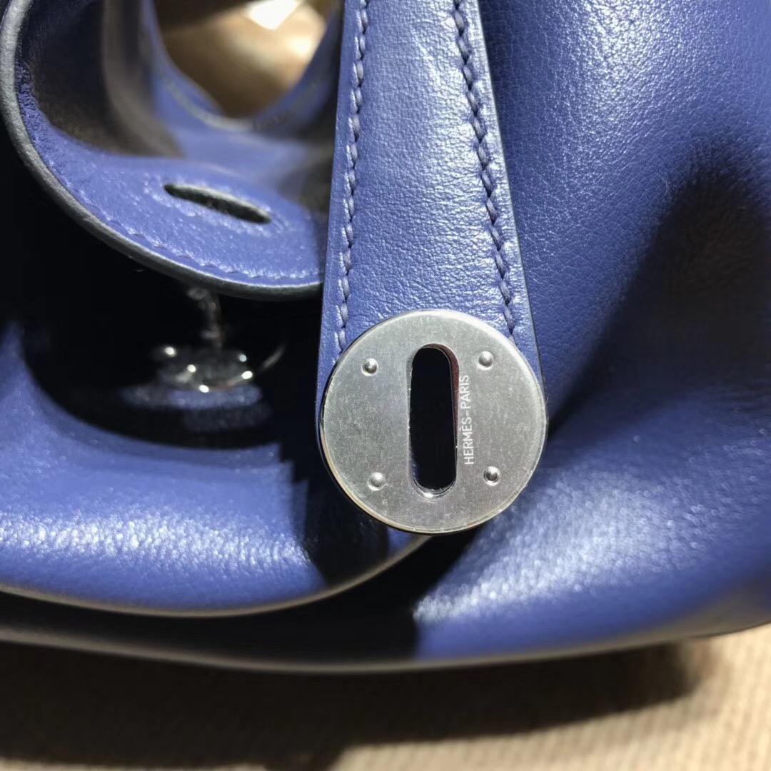 愛馬仕最具名媛風的包袋Lindy 26cm 編織肩帶 CK73 Blue saphir寶石藍 Swif