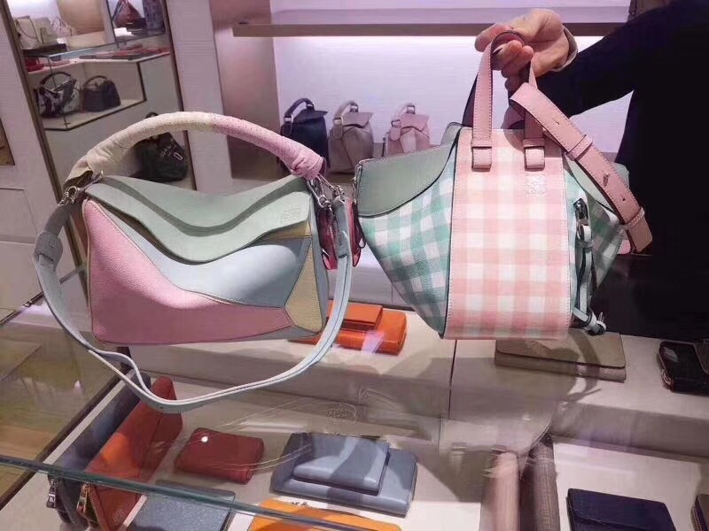 羅意威女包 loewe彩色糖果色Puzzle Wrap Bag Multicolor 配穿孔雙色納帕皮革條