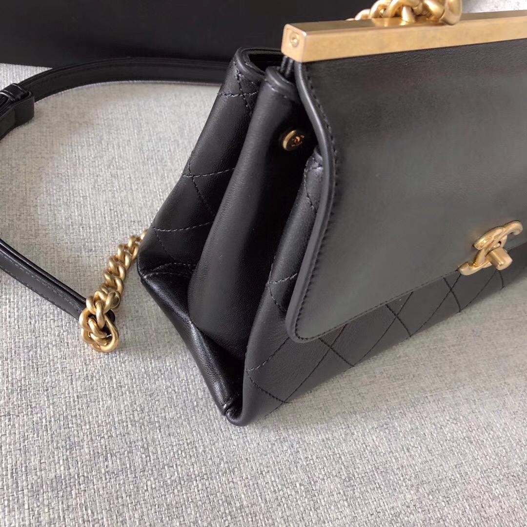 小香2018春夏系款 口蓋包Flap bag 黑色羊皮革 與金色金屬