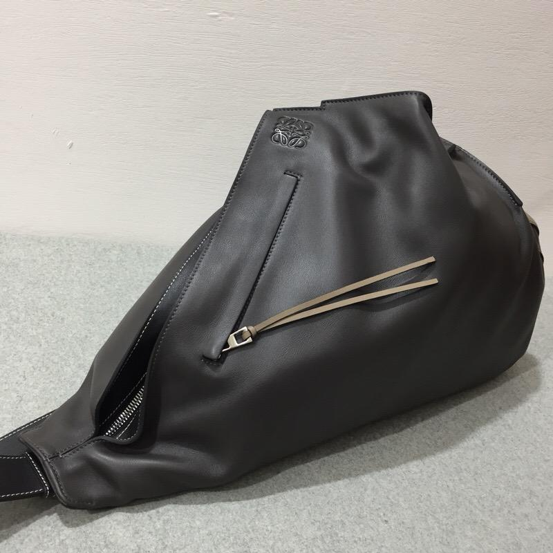 Loewe斜挎式背包Anton Backpack Dark Grey/Dark Taupe/Black