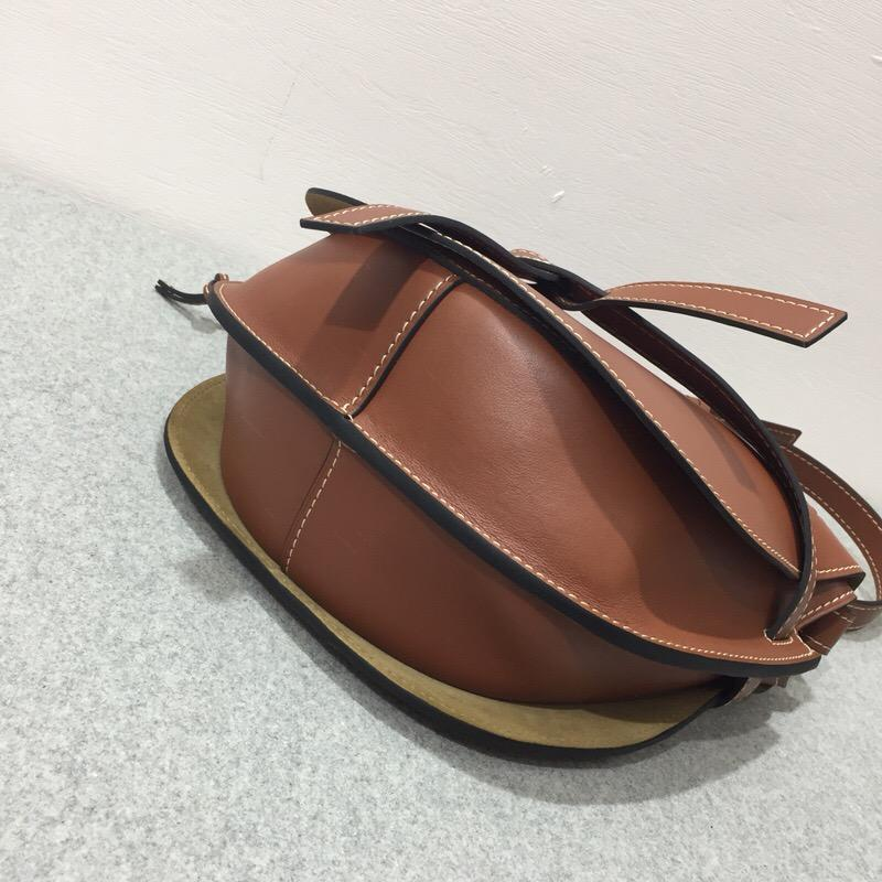 loewe Gate Bag Rust Color 柔軟天然小牛皮馬鞍包
