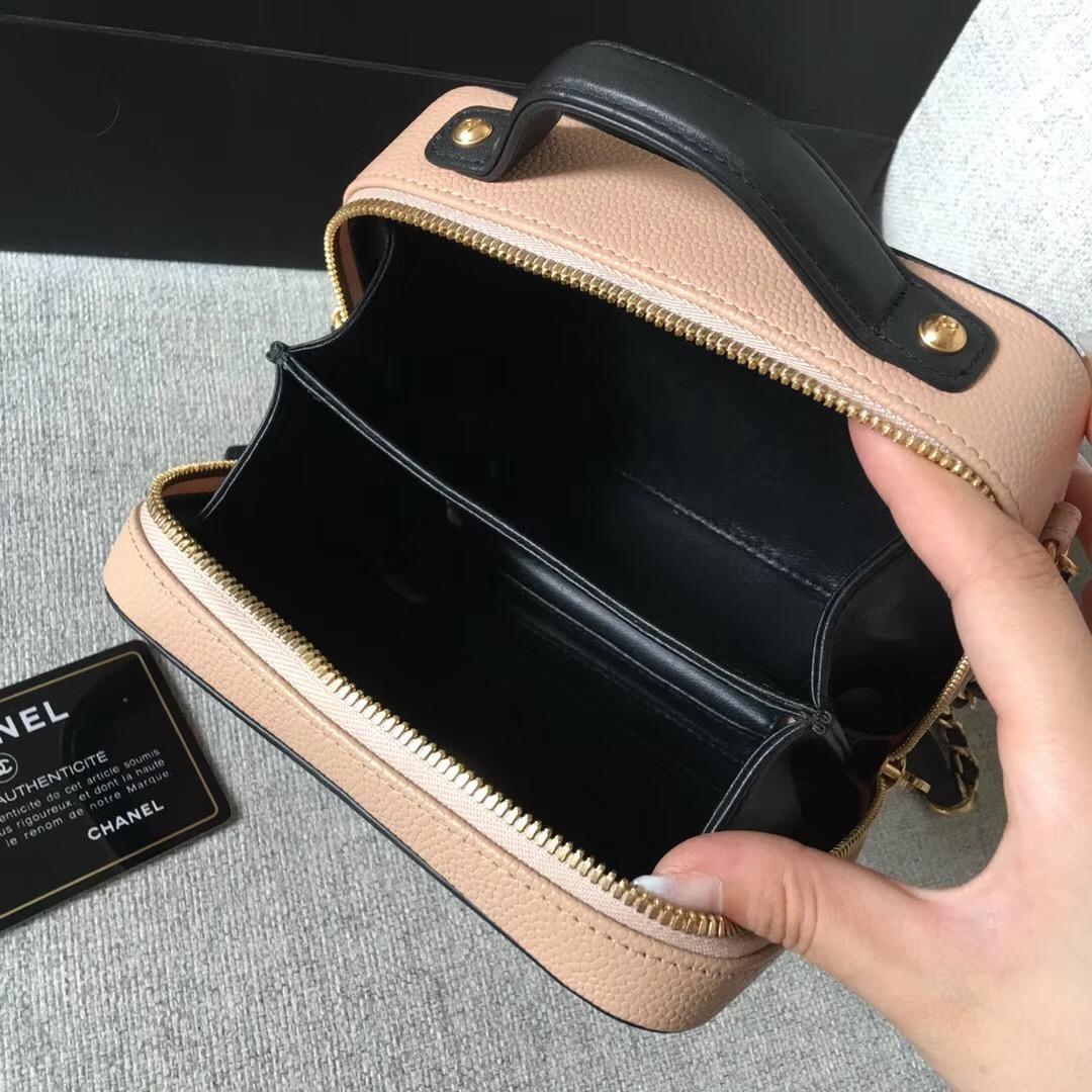 香奈兒小號Vanity Case bag 杏色配黑色顆粒壓花球紋小牛皮 化妝包