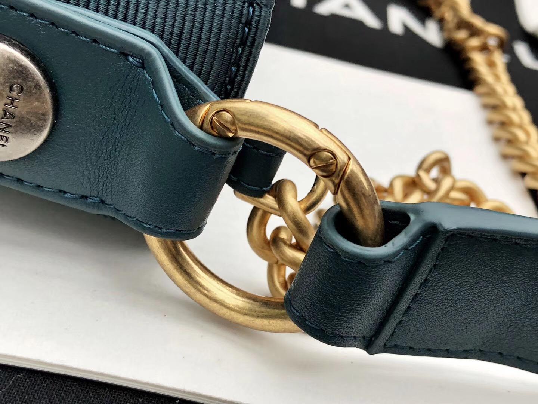 2018香奈兒新款嬉皮包 劉雯同款 藍色小牛皮、羅緞與金色金屬