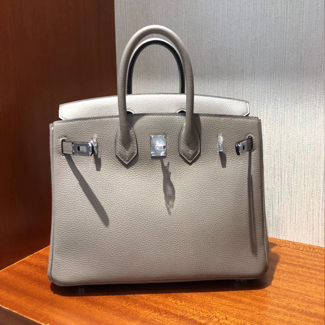 e41aae81ace 澳大利亞悉尼國際機場專賣店Hermes Birkin Bag 25 Togo小牛皮M8瀝青灰銀 ...