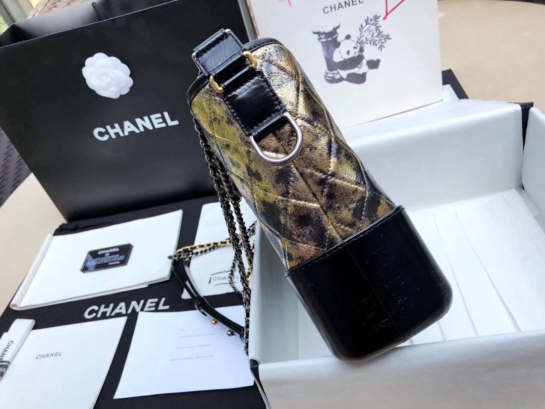 香奈兒Chanel gabrielle流浪包  黑色與金色 金屬質感皺紋山羊皮、小牛皮